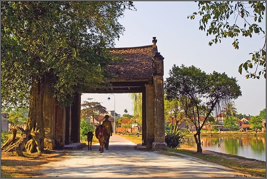 "Duong Lam ancient village, ""the land of two kings"""